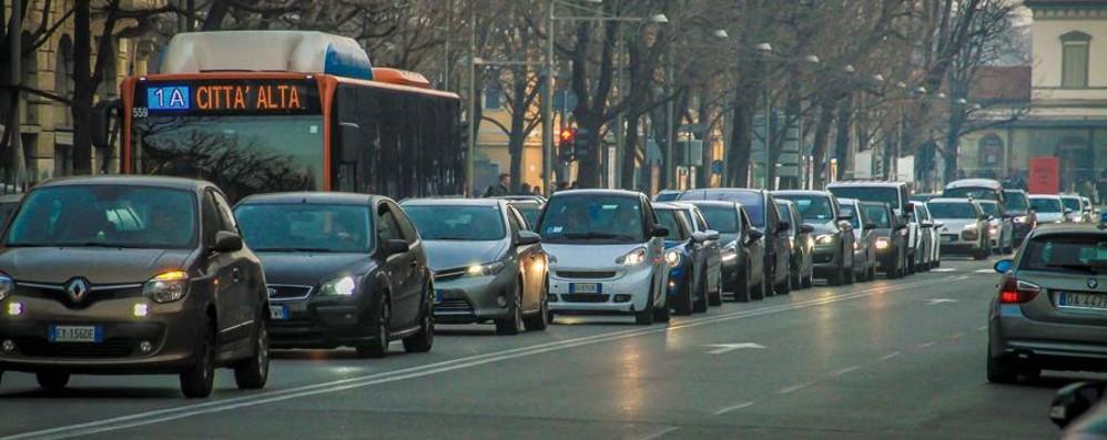 Ecco come evitare code e traffico Incidente sulla Brebemi, un tir coinvolto