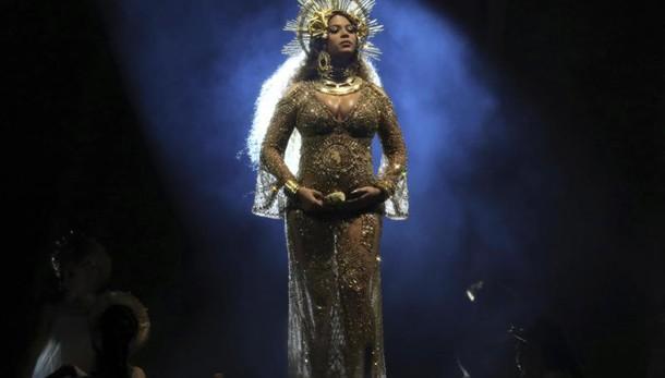 Santana contro Beyonce', non sa cantare