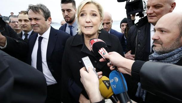 Le Pen, contratto falso a Parlamento Ue