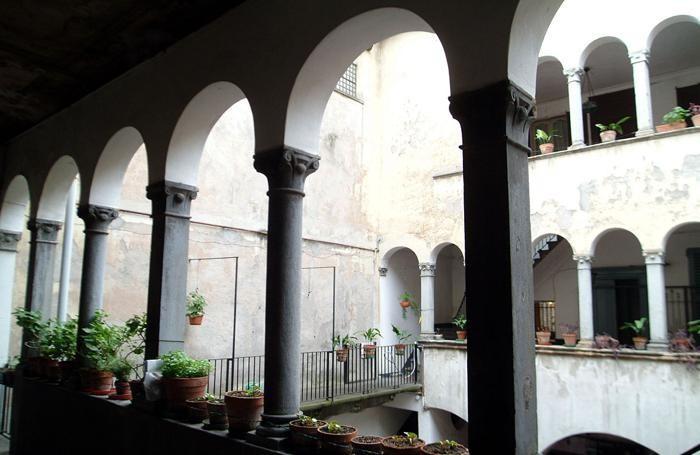 CHIOSTRO EX ASILO PRINCIPE DI NAPOLI IN VIA PIGNOLO (BERGAMO) -