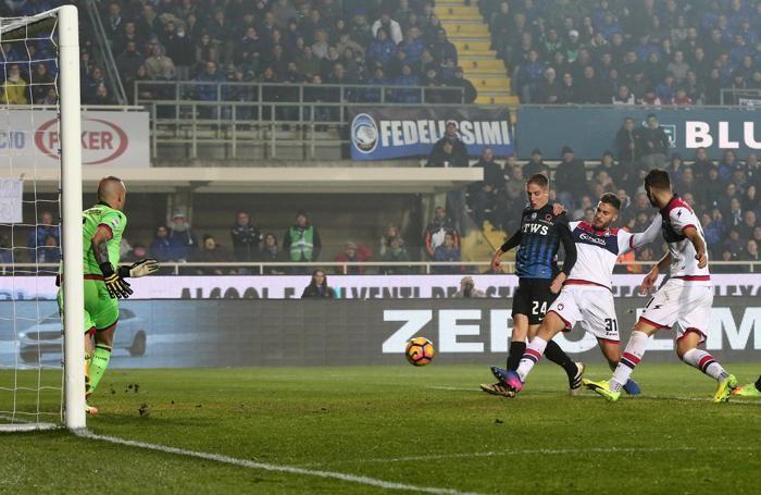 L'azione del gol di Andrea Conti ANSA/ MAGNI
