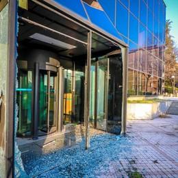 Borgo Palazzo, l'allarme del quartiere  Degrado  all'ex Una Hotel - Foto e video
