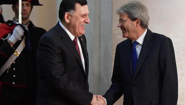 Libia-Italia firmano accordo su migranti