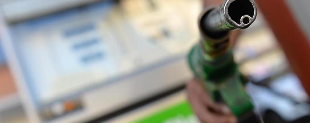 «No all'aumento della benzina» Italia maglia nera per il caro carburante