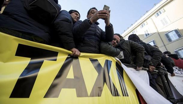 Taxi:in migliaia 'servizio non si tocca'