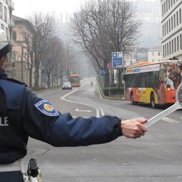 A Bergamo smog oltre i limiti di legge Scattano i divieti per auto e riscaldamento