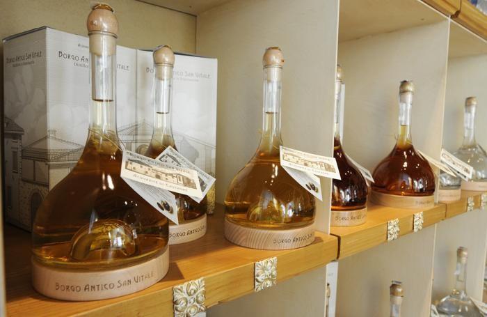 Grappa, distillato tipico solo italiano