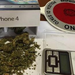 Droga nella scatola dell'iPhone Denunciati due giovani a Treviglio