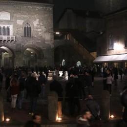 «M'illumino di meno», folla in Città Alta  Un'atmosfera magica -Video e   Foto