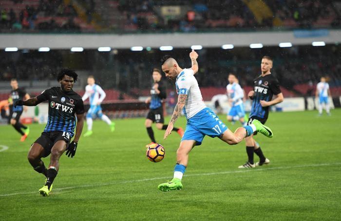 Napoli's Marek Hamsik (R) and Atalanta's Franck Kessie ANSA/CIRO FUSCO