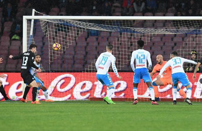 Il gol di Caldara. ANSA/CIRO FUSCO