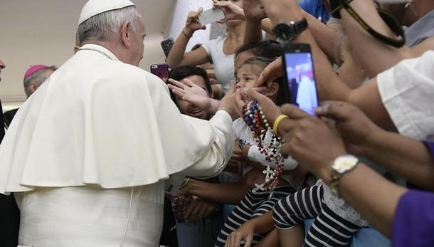 Papa: parroci vicini a famiglie ferite