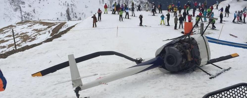 Elicottero precipita sulla pista Paura tra gli sciatori a Foppolo