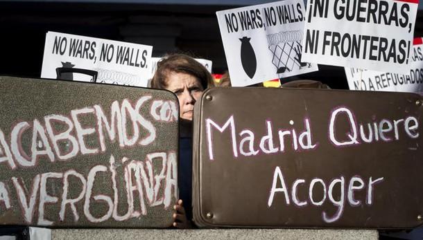 Migliaia in piazza a Madrid per migranti