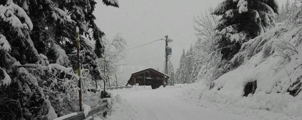 Allarme neve e vento per sabato E a San Simone è già tutto bianco