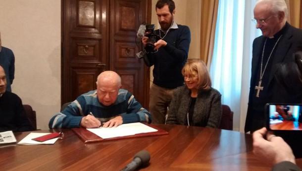 Figlia Podestà firma pace con partigiano