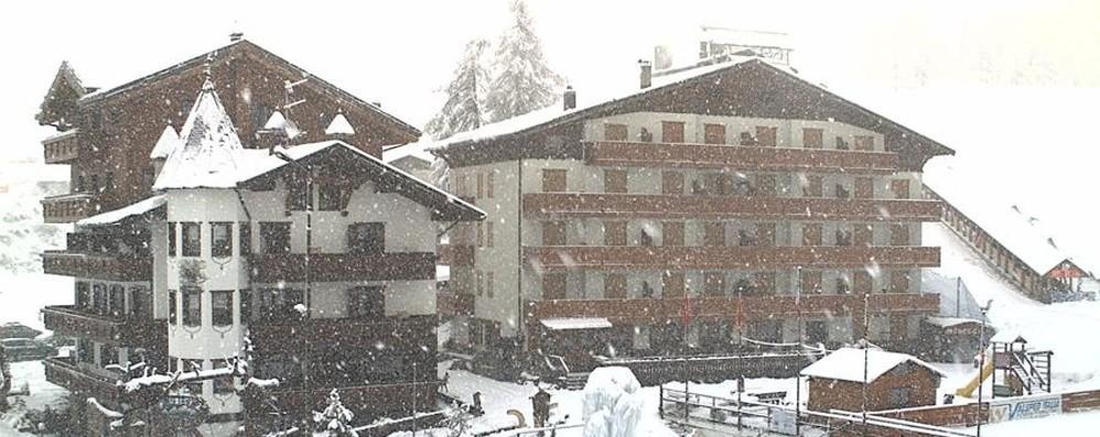 Finalmente la neve in montagna  Chiuso il passo San Marco - Foto