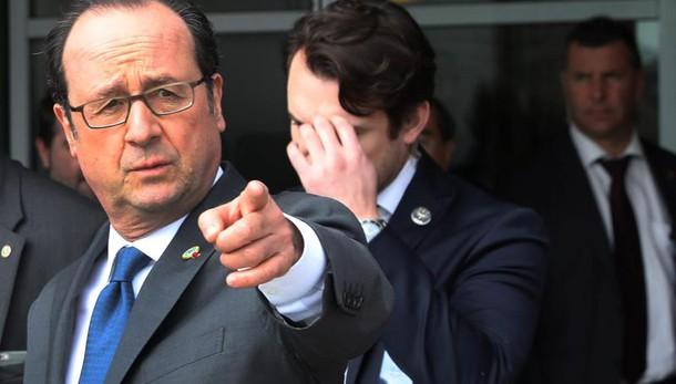Hollande, non accettiamo pressioni Trump