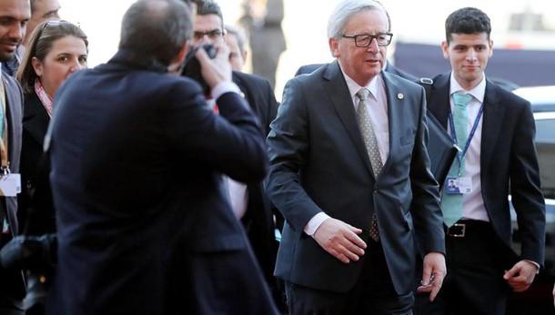 Juncker, Trump non è una minaccia