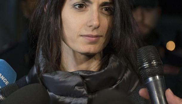 Roma: Raggi, ancora M5s, no dimissioni
