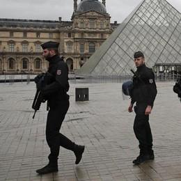 Parigi non si rassegna al terrore fondamentalista