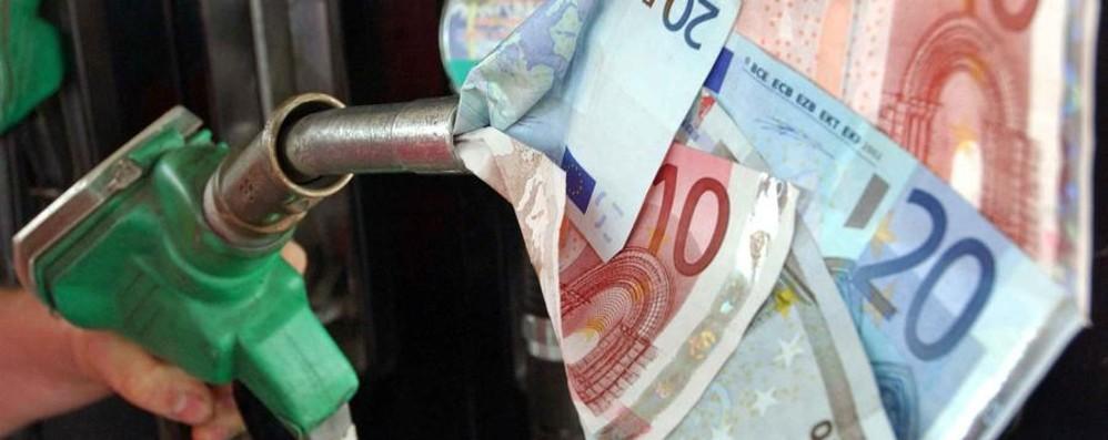 Cara auto, ma quanto mi costi? Tra benzina e tasse secondi in Europa