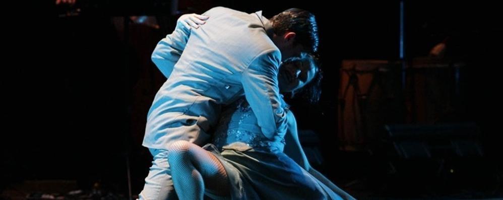 Il tango, passione incredibile Roberto Herrera balla al Creberg Teatro