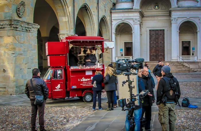 Le riprese in piazza Duomo