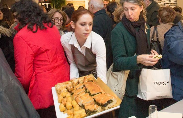 L'inaugurazione della pizzeria «Antica Fiera» sul Sentierone