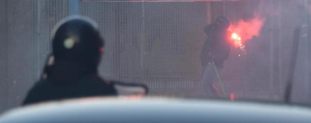 Corteo contro Salvini a Napoli -Foto Scontri con la polizia,città devastata