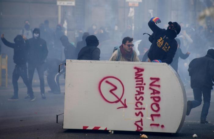 Gli scontri di Napoli