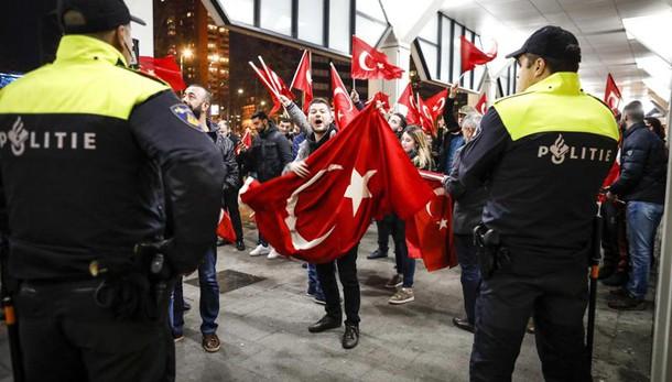 Erdogan, l'Olanda pagherà il prezzo