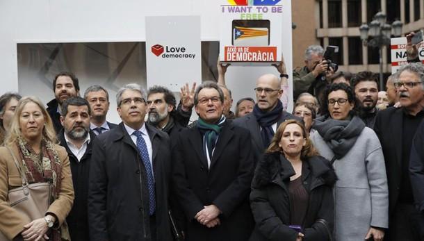 Catalogna: condannato ex presidente Mas