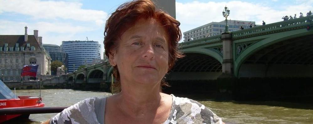 «Gloria ha visto  l'assalitore con l'ascia»  A casa le donne aggredite a Düsseldorf