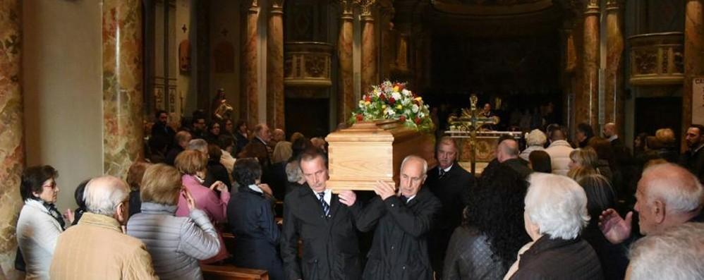 «Un uomo mite e affettuoso» - Foto Grumello del Piano dà l'addio a Luca