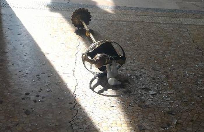 Il lampadario caduto sul Sentierone