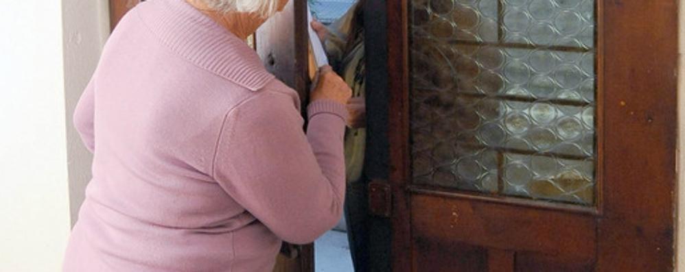 «Nasconda i gioielli e soldi nel freezer» Anziano truffato a Calusco d'Adda
