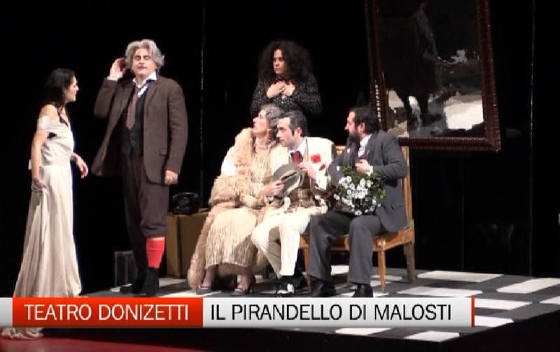 Teatro Donizetti. Il Pirandello originale di Valter Malosti - Video ... d983cc96f400