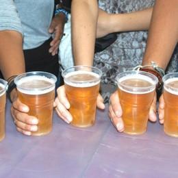 Ti piace la birra e vuoi girare il mondo? C'è chi vi pagherà per farlo