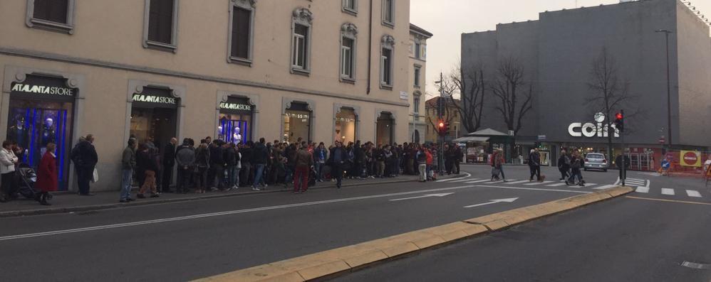 Tutti pazzi per Petagna - Video Lunga fila di tifosi all'Atalanta Store