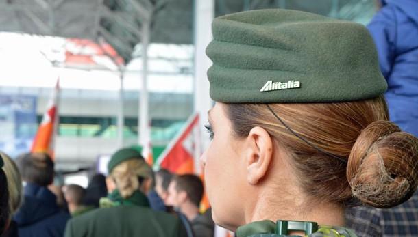 Alitalia: 2000 esuberi personale terra