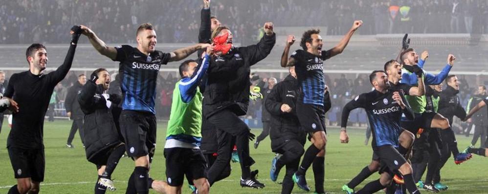 Roma eliminata, Pasqua salva Con l'Atalanta si gioca sabato alle 15