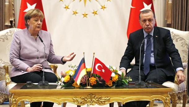 Erdogan contro Merkel,'passato il segno'