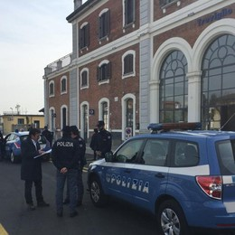 Donna aggredita sul treno a Treviglio La Polizia identifica il responsabile