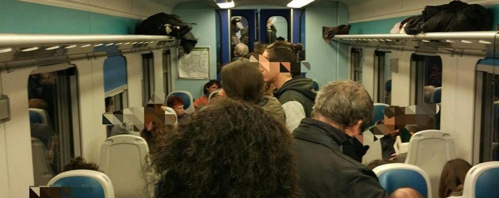 Treni in ritardo, bonus ad aprile Atti vandalici sul Brescia-Bergamo