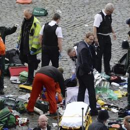 Terrorismo, 5 morti a Londra - Foto Venti feriti, anche due italiane - Video