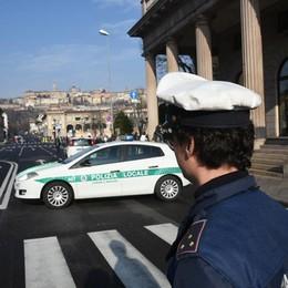 Scappa in moto dopo lo scontro Appello della polizia locale
