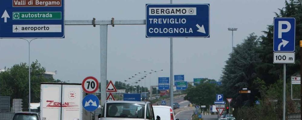 Bergamo, incidente auto contro camion  Traffico in tilt in circonvallazione
