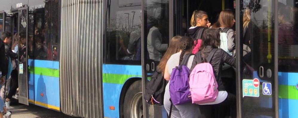 Milano taglia i fondi per gli autobus Sospeso il servizio nei giorni festivi