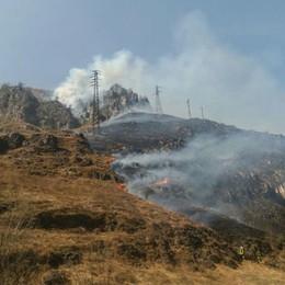 Ponte del Costone brucia di nuovo Intervengono i Vigili del Fuoco